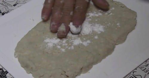表面に片栗粉をつける