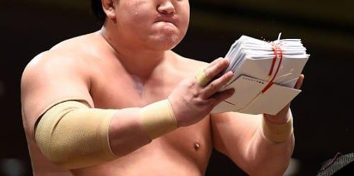懸賞 は の いくら 金 相撲 相撲の懸賞金は1本いくらもらえるのか?わかりやすく解説しました!