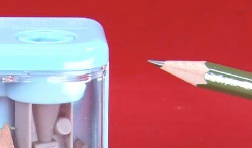 鉛筆削りスピモで鉛筆を削った