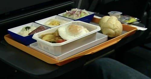 飛行機の食事