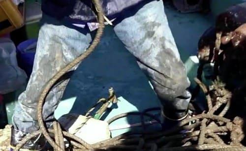 タコつぼ漁の漁師のジーンズ