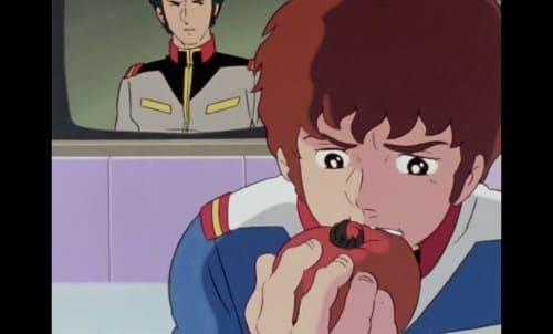 トマトを食べるアムロ