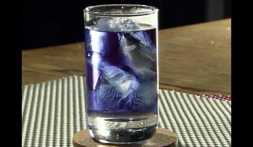 青のハーブティー