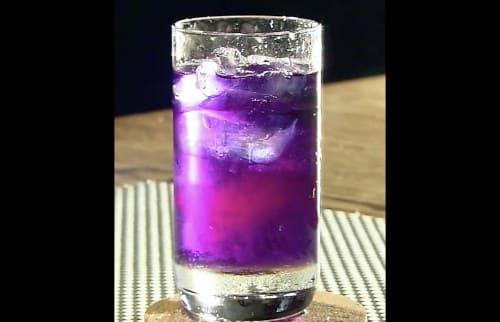 紫のハーブティー