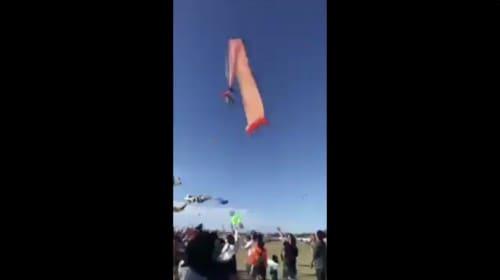 凧と女の子