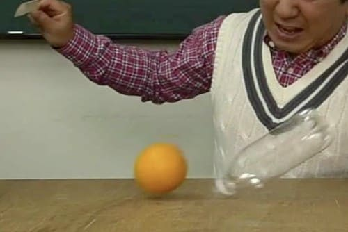 落ちるオレンジ