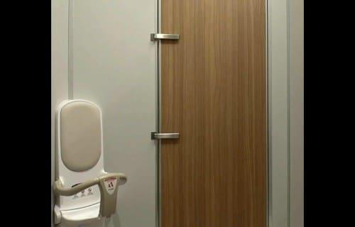 トイレの扉のカギ2つ