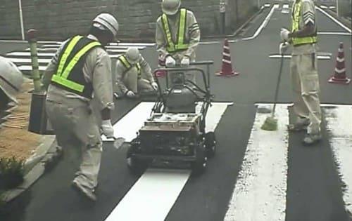 横断歩道の補修作業