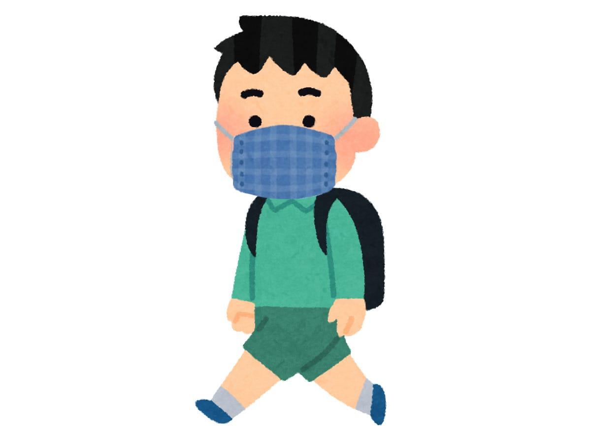 【クイズ】ほめられたマスクを悲しげに外す生徒